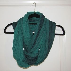 Green Wrap Scarf in Excellent Condition